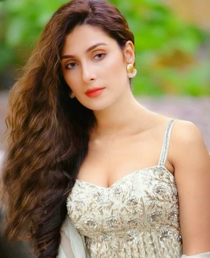 Hot Photos of Ayeza Khan