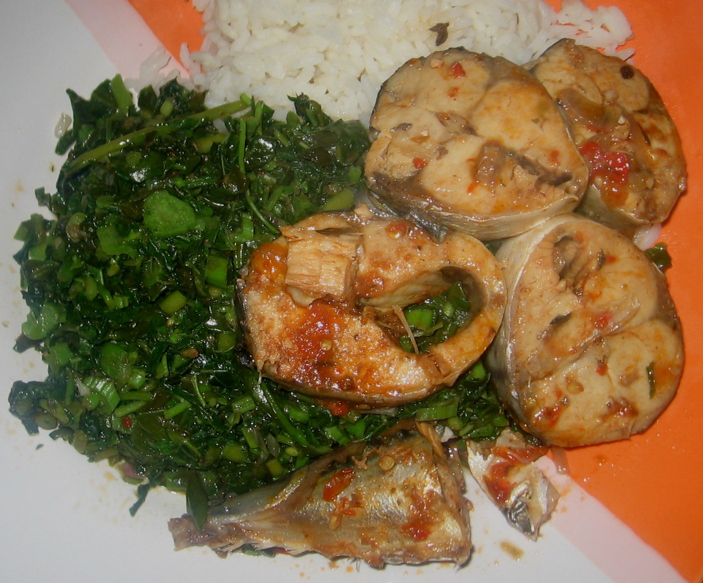 Healthy nigerian meal recipes so far part 2 rice with green vegetables served with peppered fish sauce to see how i cooked this meal go here forumfinder Image collections