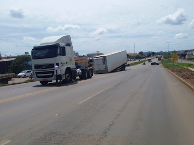 Caminhão passa por quebra molas e carreta desprende