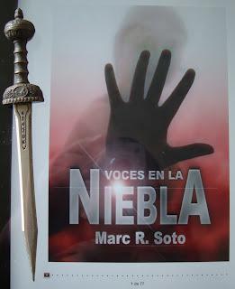 Portada del libro Voces en la niebla, de Marc R. Soto