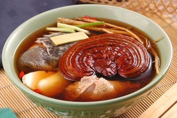 Chế biến món ăn từ nấm linh chi tốt cho sức khỏe.