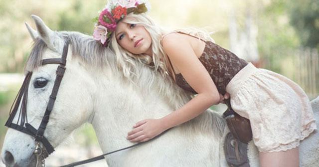 Milanja Broskvit wanita cantik yang menikah dengan seekor kuda