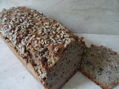 Chleb pełnoziarnisty z czarnuszką