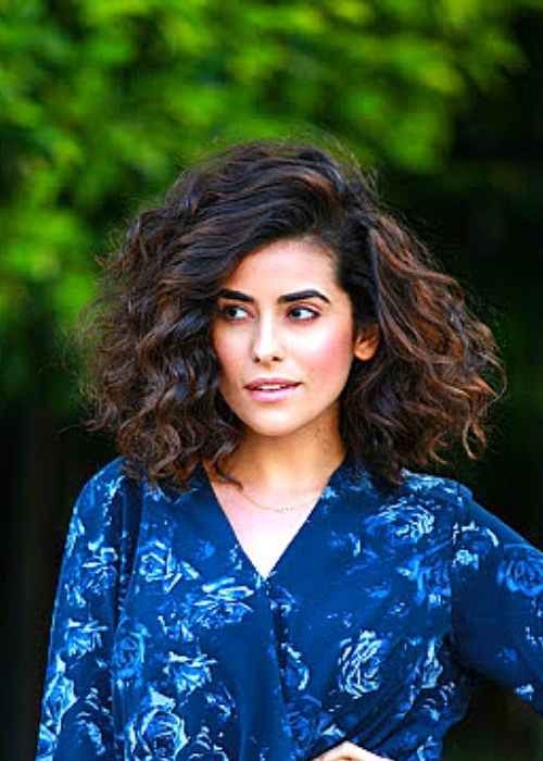 Flattering Hairstyles for Oval Face - Bold Curly Hairstyle