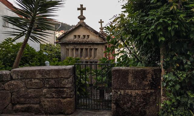Hórreo en rúa de San Roque