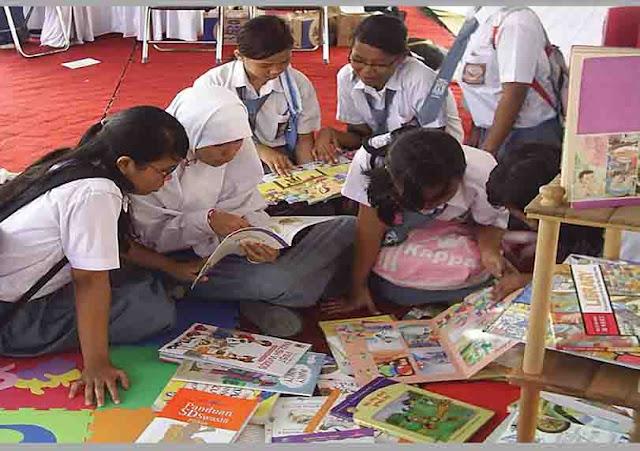 Gerakan Literasi Sekolah (GLS) di SMA
