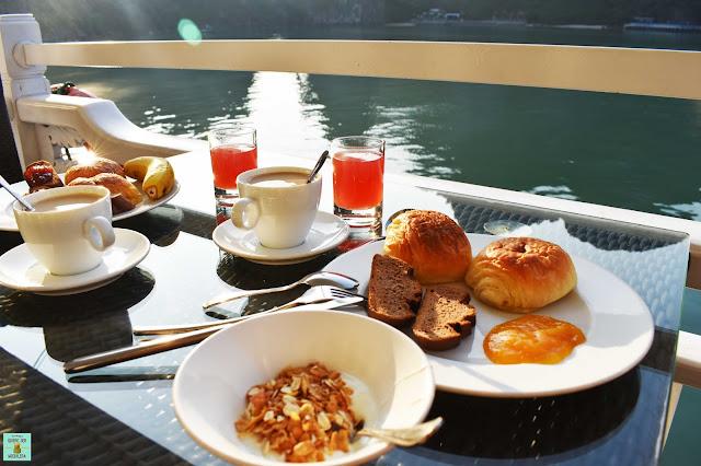Desayuno en Bhaya Classic Cruises