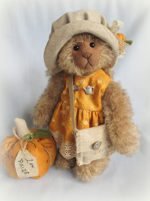Cupboard Bears by Elizabeth Lloyd: Honey-Bunny