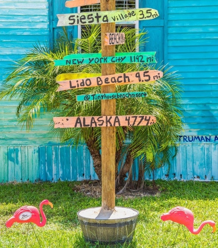 Potted Yard Garden Stake with Signs
