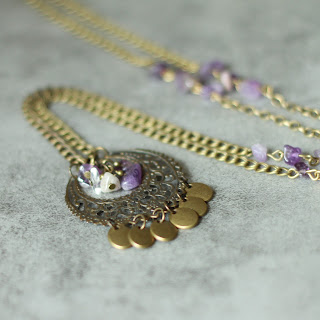 http://majelabijoux.blogspot.fr/2015/10/recyclez-vos-vieux-bijoux-en-sautoir.html