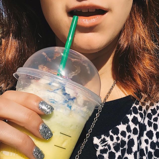 Starbucks drinks | Starbucks summer drink | Starbucks colorful drinks | Instagram Starbucks | Starbucks Instagram drinks | Instagram worthy drinks | instagram worthy drinks| summertime as a kid | lifestyle blog summertime