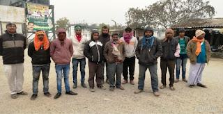 भारत नेपाल बॉर्डर पर आवाजाही लगातार बंद होने से नाराज नेपाली नागरिकों ने किया प्रदर्शन।
