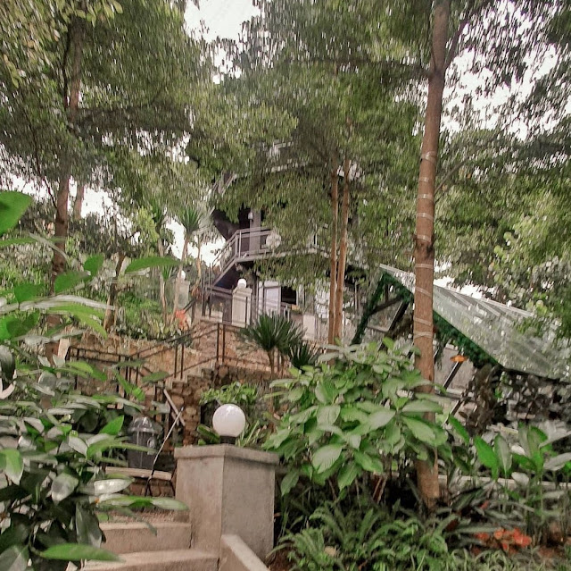 Kopi Bawah Pohon Cafe Bandung