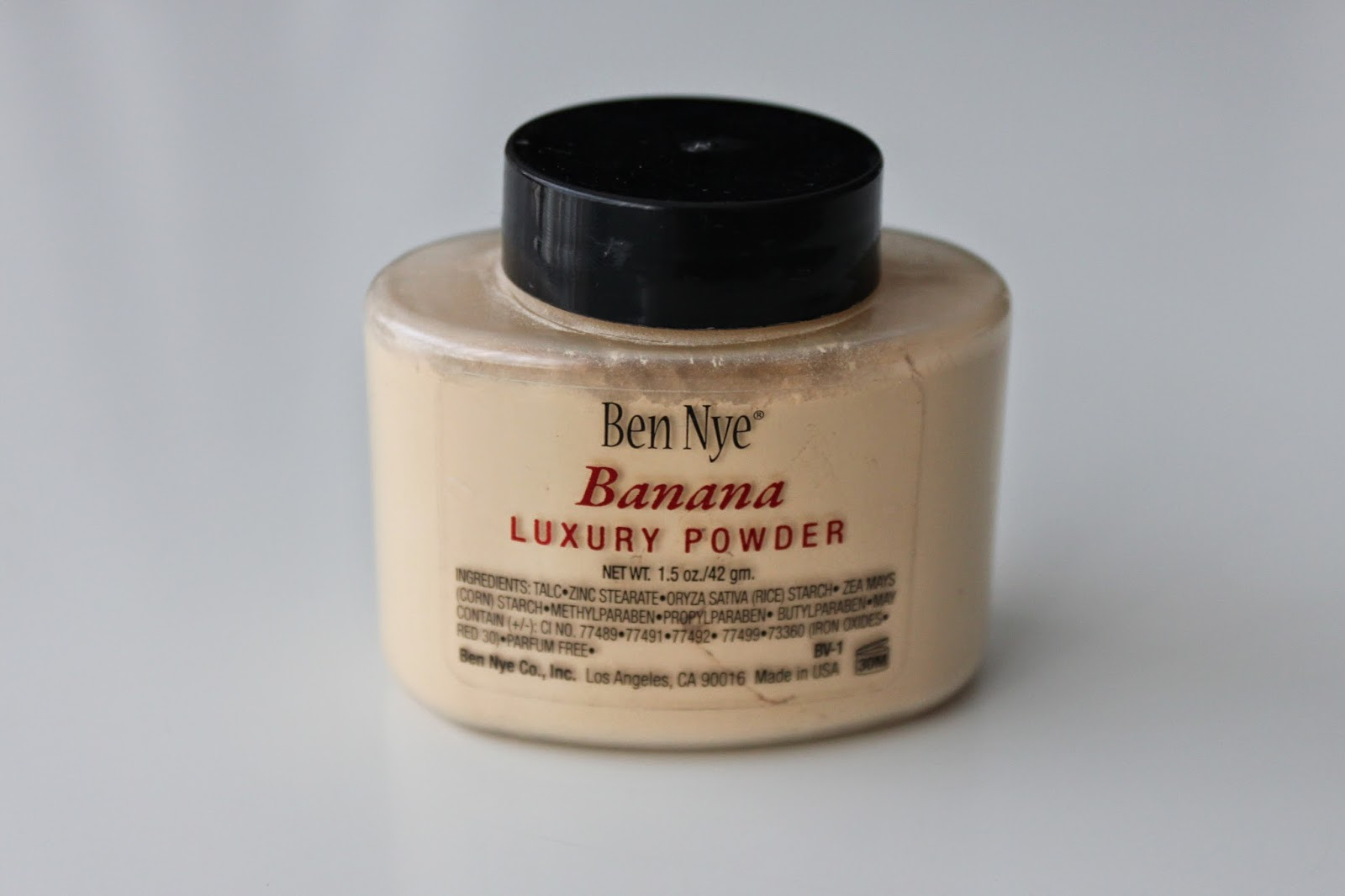 Review Ben Nye Banana Luxury Powder