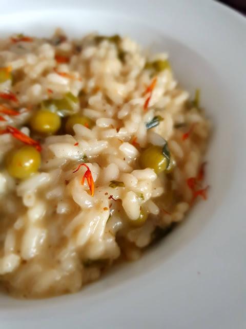 risotto z groszkiem,risotto,cucina italiana,włoska kuchnia,ryż do risotto,kupiec,pyszne risotto,z kuchni do kuchni,dania z ryżu,dania fit,najelpszy blog kulinarny,dieta,insulinooporność,cukrzyca,zdrowy obiad
