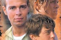 Australijski facet umawiający się z bliźniakami