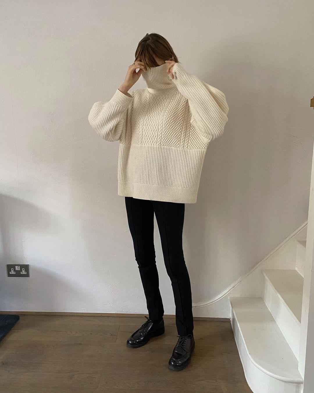 Simple Casual Turtleneck Winter Outfit Idea