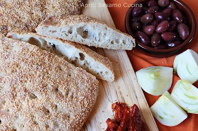 Lagana è un pane speciale che si prepara una volta all'anno per festeggiare l'entrata in Quaresima. Gustoso e saporitissimo.