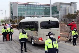 A bus carrying seven people evacuated from the Diamond Princess cruise ship in Japan enters a quarantine centre in Incheon, South Korea on February 19, 2020. Photo: EPA-EFE