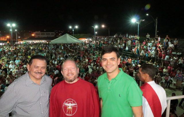CELEBRAÇÃO - Othelino Neto participa do tradicional Festejo do Divino Espírito Santo em Matões