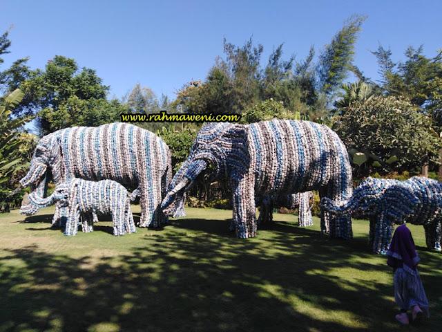 Patung Gajah dari Kaleng Softdrinks Big Garden Corner