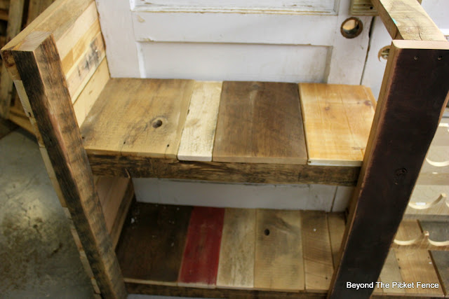 reclaimed wood, barnwood, rustic bar, build it, DIY, http://bec4-beyondthepicketfence.blogspot.com/2016/03/rustic-old-door-bar-diy.html