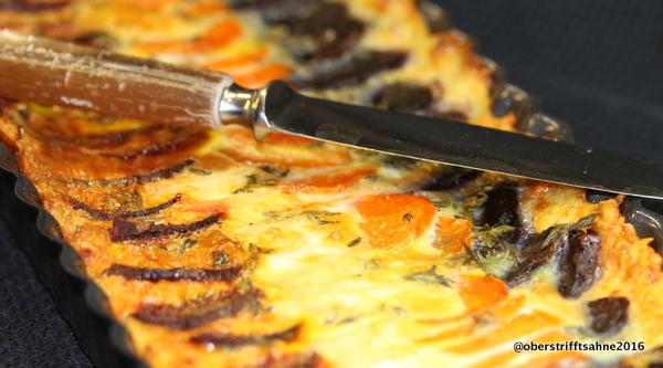 Kartoffeltarte mit Rote Bete, Karotten und Pastinake