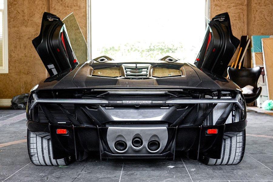 Hàng hiếm Lamborghini Centenario Roadster 2017 rao bán giá triệu USD