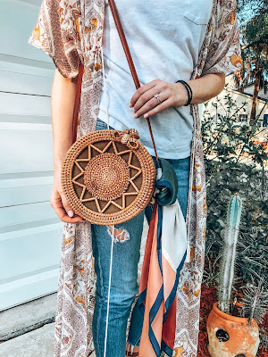what's in my bag outfit with kimono and woven round basket bag
