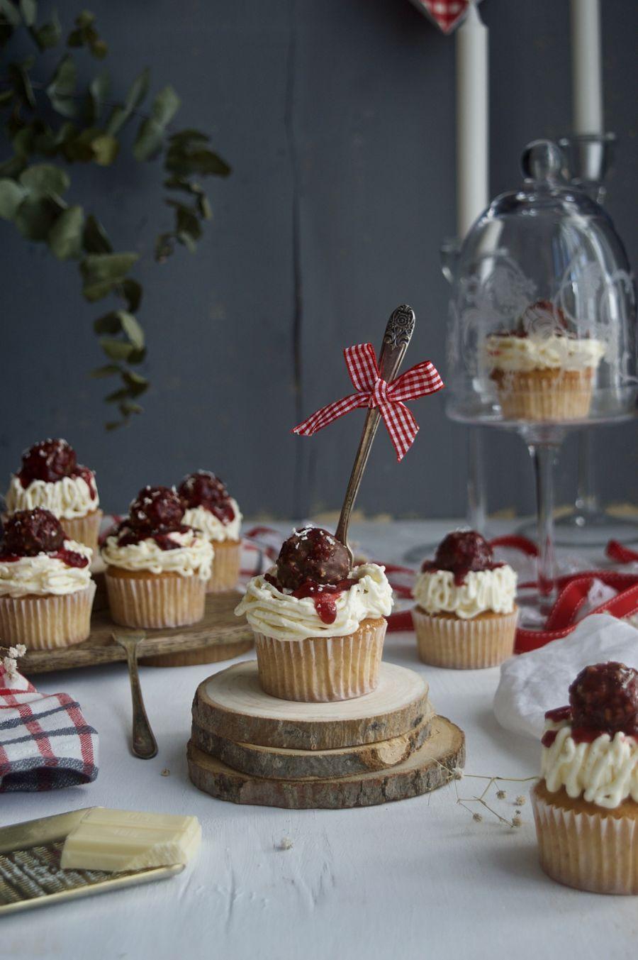 sencillos-cupcakes-de-vainilla-con-Ferrero-Rocher