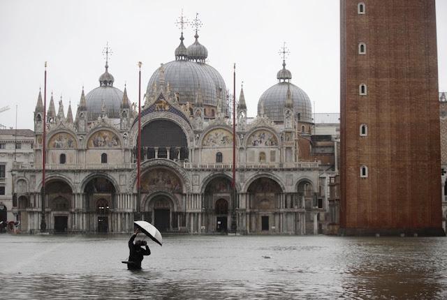 Venezia invasa dall'acqua