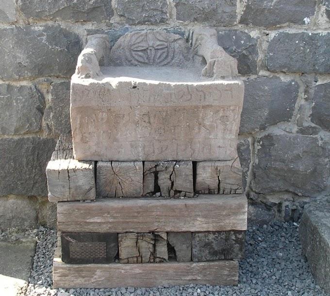 """¿Qué era la """"catedra de Moisés"""" donde los escribas y fariseos se sentaban?"""