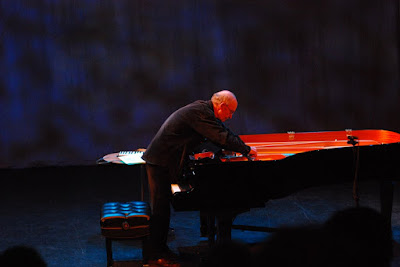 Christian Wolff at his prepared piano performance, 2007.