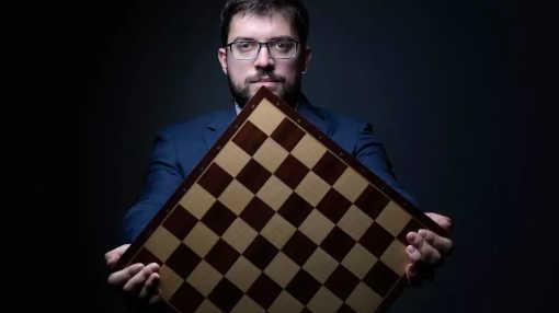 Le grand maître international d'échecs français Maxime Vachier-Lagrave, lors d'une séance photo, le 4 mai 2021 à Paris - Photo © JOEL SAGET AFP/Archives