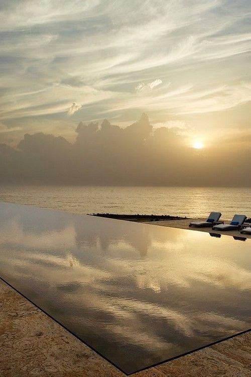 piscina-infinita-de-frente-para-o-mar