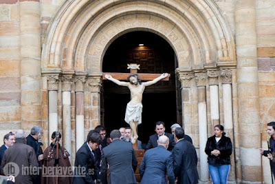 https://interbenavente.es/not/26147/el-cristo-de-los-afligidos-realizo-su-recorrido-de-oracion-hasta-santa-maria-la-mayor/