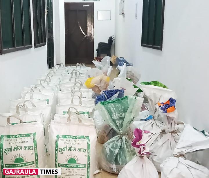 dr-jindal-dhanaura-helping-people