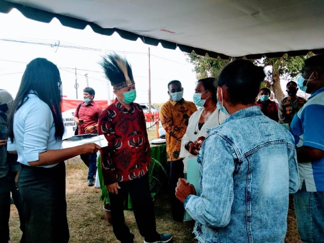 Surya Tjandra Serahkan Sertifikat Tanah ke Masyarakat di Seringgu Jaya, Samkai dan Rimba Jaya.lelemuku.com.jpg