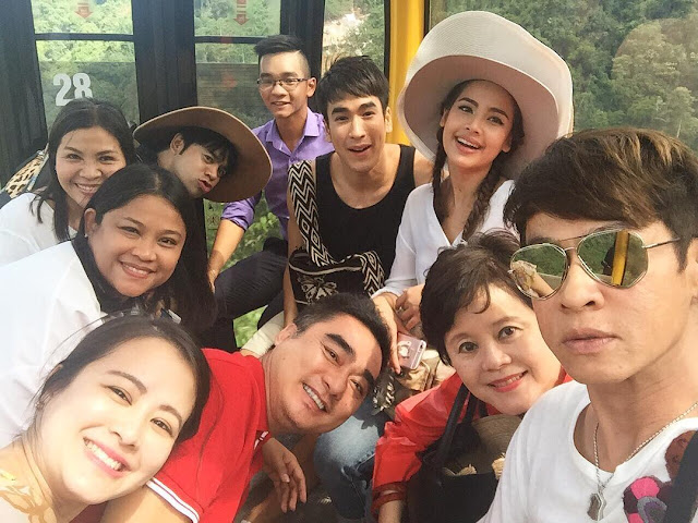 """""""Ngọc nữ"""" Thái Lan: Yaya Urassaya thân thiện chụp ảnh cùng fan khi đến Đà Nẵng"""