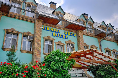 tashkent hotels tourism, uzbekistan small group tours arts crafts textiles,