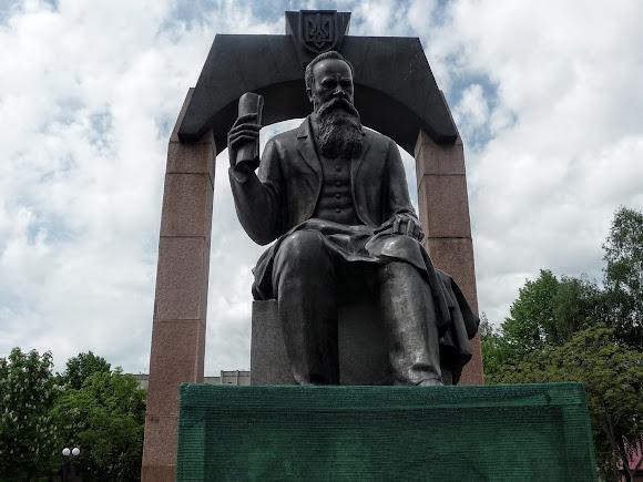 Долина. Памятник М. С. Грушевскому