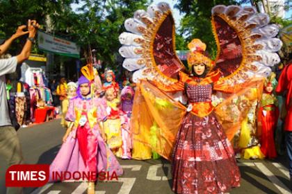 Pemkab Gresik Kenalkan Kekayaan Batik Lokal Lewat Fashion Show