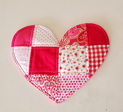 DIY patchwork heart trivet, free tutorial for valentine's, by refabulous, easy sewing