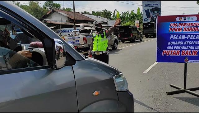 Sejumlah Kendaraan Diputar Balik Akibat Penyekatan di Perbatasan Purbalingga