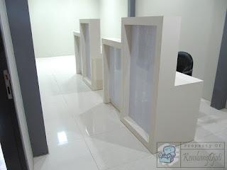 Meja Kerja Plus Penutup Sekat - Furniture Semarang