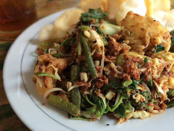 Resep Lotek Salad Tradisional Khas Sunda Yang Memiliki Cita Rasa Lezat