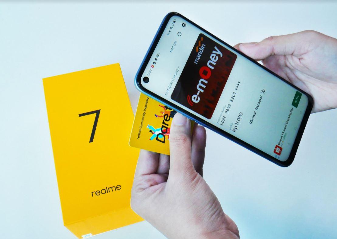 Intip Unboxing Realme 7 yang Dilengkapi Fitur NFC