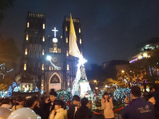 Sự vui tươi, nhí nhảnh của những cặp đôi yêu nhau trong dịp Noel