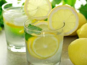 Buah berwarna kuning yang satu ini dikenal akan keuntungannya yang tinggi vitamin C Manfaat Air Lemon Dapat Digunakan untuk Minuman Kesehatan