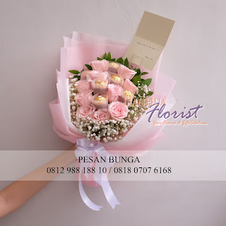 toko bunga dijakarta, handbouquet mawar dan coklat, bouquet ferrero rocher, florist di jakarta, hadiah handbouquet